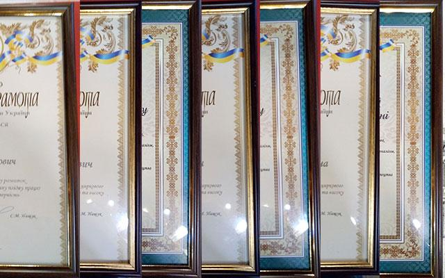 Sergey Kabakov artists presented the Honorary certificates of the Company